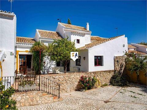 Exclusivo para nosotros. Esta propiedad está muy bien situada en el corazón de Andalucía, en un pequeño pueblo rural llamado Los Perenos, ideal para visitar muchas atracciones, ya que se encuentra a solo una hora en coche de Córdoba, Málaga, Sevilla ...
