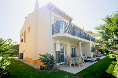 This lovely property is located in a privileged position close to the outdoor pool, yet with a wonderful private feel and a great flow to the garden which overlooks the golf course. The villa is immaculately maintained. Accommodation is spread over 2...