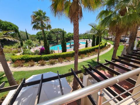 Fabulous 3 bedroom villa set in a luxurious development just a few kilometers from Vilamoura. The property offers on the ground floor: living and dining room, a semi-open equipped kitchen, a bedroom and a bathroom. On the 1st floor are 2 large suites...