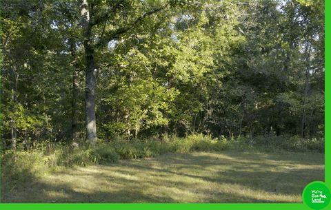 Located in Edwards. Located in the heart of Missouri near Edwards these lots are sure to get your attention. Located in Benton and Camden counties, the 12,800 acres that comprise Forbes Lake of the Ozarks Park consists of over five miles of shoreline...