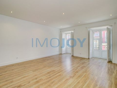 1 bedroom apartment for fully refurbished rental, with excellent finishes, in historic lisbon. It is located on the 2nd floor in a building without elevator. Composed of kitchen equipped with new appliances, Large room and with great luminosity, 1 Be...