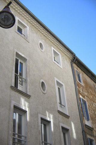 Carpentras centre ville, dans quartier en pleine rénovation, immeuble de rapport constitué de 6 appartements (studios et T3) vides et meublés avec exc