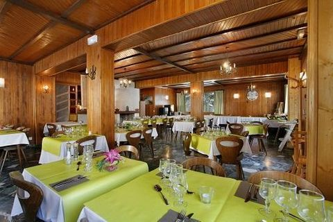 The two star Hotel Eliova L'eau Vive** is located 100m from the Linga gondola lift in Chatel. This links skiers to the Portes du Soleil ski area. There is a free shuttle service to the centre of Chatel. Bedroom with 2 single beds, 2 bunk beds, flat s...