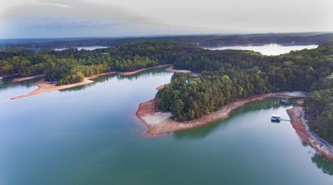 Located in Gainesville. One of 3 PREMEIERE lake lots with good topography. Would be hard to find a etter view on a gentle lot on Lake Lanier. 12 X 28 new boat slip in community dock included with this level, mature tree cover, deep water lot with lon...