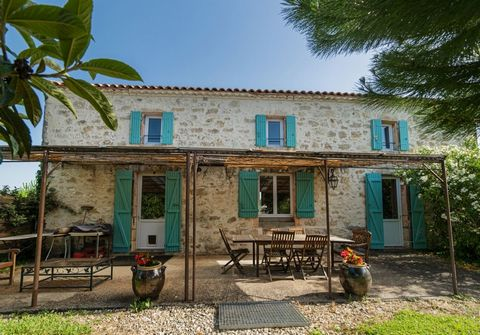 Magnificent stone hamlet entirely renovated with several buildings situated in a green setting. This beautiful property consists of a main house with 5 bedrooms and 3 gites entirely and delicately renovated, all with a beautiful swimming pool. Qualit...