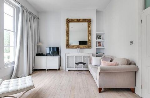 A beautifully presented one bedroom, first floor flat in the Pimlico Grid. The flat has an exceptional open plan reception room with floor to ceiling windows leading onto a Juliette balcony.