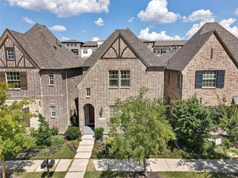 Gorgeous Darling Homes best selling villa model plan in sought after Lakeside! For sale or lease! Wide open design with 2 story volume ceiling at family room.Beautiful natural light! All bedrooms with full baths! Master,study,guest bedroom,2.1 baths ...
