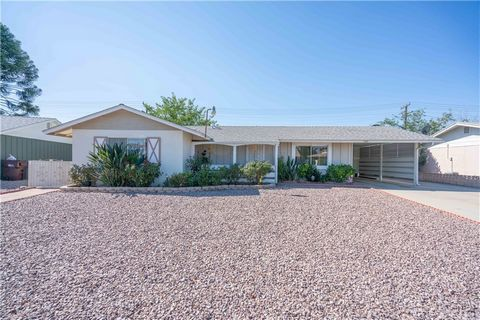 Cozy, single story home located in a 55+ Community with many amenities to enjoy in the area, including clubhouse, pool, golf and more! This single story home features 2 bedrooms, 2 full bathrooms and 1,098 of living space on a 7,405 square foot lot! ...