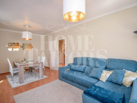 Fantastic T2 renovated with generous areas, storage room in the form of a gym, private parking space, in an exclusive location, 5 minutes from Marginal de Carcavelos. This apartment, with 72m2 of floor space, is located on the first floor of a buildi...