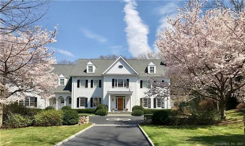 Welcome to 26 Hill Crest Lane, your very own private oasis in lower Fairfield County. Located in the prestigious Singing Oaks subdivision, a sought-after quiet neighborhood that is incredibly convenient, just 4 miles from Weston's top rated schools, ...
