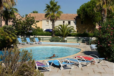 The residence is located just 600 meters from the beach in Vendres-Valras, between Beziers and Narbonne. It is an attractive resort on the coast, ideal for families. The complex consists of semi-detached maisonettes, suitable for 5-6 people. The spac...