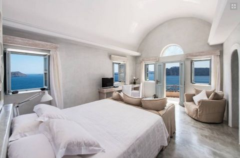 In the heart of the traditional village of Oia on Santorini, a studio flat for sale. It is 50sq.m with a raised level within the studio for sleeping, kitchen and bathroom. It has a beautiful balcony with the best view of Caldera, the volcano, and nea...
