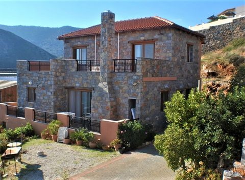 A modern detached villa in an exceptional mountainside location with unrivaled panoramic views over Elounda, East Crete, Elounda bay and the distant mountains of Sitia. The resort of Elounda is within a 7-8 minute drive. The property has double glazi...