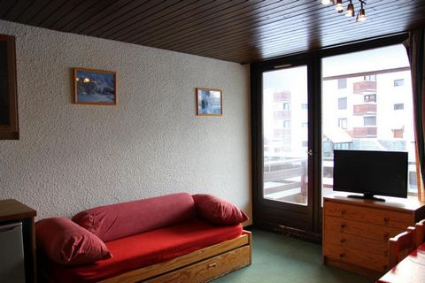 The Residence Le Schuss is in the Slalom area of Val Thorens. It is located 50 m away from the ski slopes, 200 m away from the ski lifts and shops. This is a quiet area close to all the amenities of the resort. The residence has a lift. Surface area ...
