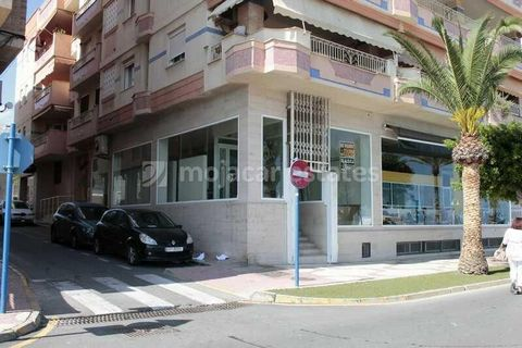 Front line, ground floor commercial premises of 76 m2 on the Paseo Malecón in Garrucha, Almeria, Andalusia with the commercial port and sea opposite. Direct access from the street. Stairs lead from the street level to the entrance of the commercial s...