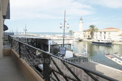 P3 angle facing the port and sea view being renovated with loggia + balcony. Small secure residence with volunteer trustee undergoing renovation with elevator and intercom. Direct access to the port and shops, about 100 m from the beach and 300 m fro...