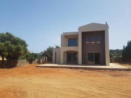 Merampelo Half-Finished villa of 195m2 in total. It 125m2 plus a 65m2 basement located on a plot of 922m2.It need work done to it in order to finish. The property is on two floors and consists of 6 rooms in total. Three bedrooms, two bathrooms and an...