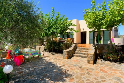 Located in Agios Nikolaos. Between the popular resorts of Sissi and Malia and only a short drive to both resorts and several sandy beaches this is a detached bungalow with a nice spacious garden. The 80 square meter detached bungalow stands on privat...