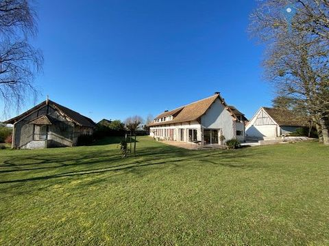 Close to Pacy sur Eure, in a quiet environment not overlooked, Beautiful charming property with beautiful bright and spacious rooms, such as its cathedral living / dining room with views of the countryside, functional fitted and equipped kitchen, lar...