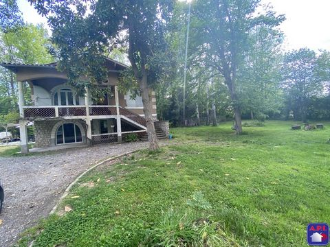 CHARMING HOUSE In the DAUMAZAN SUR ARIZE area, set on 5900m² of wooded land, part of which is wooded and has a pond, you will be charmed by this completely renovated 1950s building. With a living area of 153m² and its 5 bedrooms, this house will sedu...