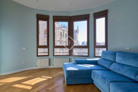 This 202 m² house is located on a top floor of a beautiful period building in the Gran Vía neighbourhood, perfectly preserved, very close to the Turia River Gardens, one of the largest green areas in the city. The property has been completely renovat...
