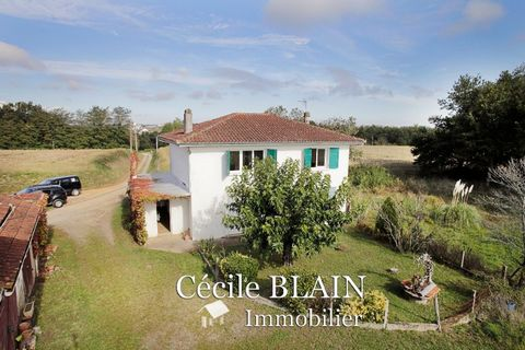In a rural environment at the exit of Mugron, come and discover this old family house on 1 ha and a half of land. This house offers 163 m2 on 2 levels, with 5 bedrooms (from 13 to 22 m2). The dining room is 24 m2 with a beautiful open fireplace. The ...