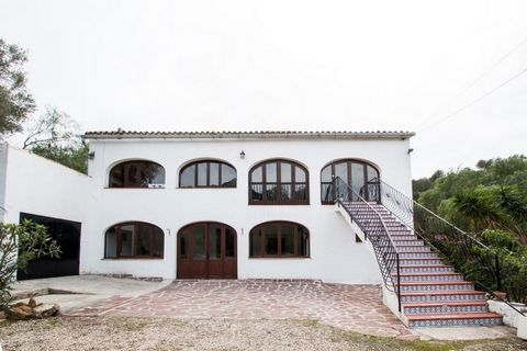 Wonderful old SpanIsh farmhouse converted Into a restaurant. The old tack room and stable have been transformed for romantIc dInIng or for tables of groups.The lower level comprIses of glazed naya wIth toIlets, receptIon / bar, kItchen wIth external ...
