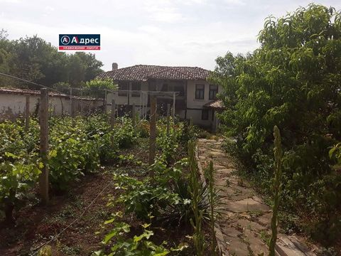 House in the village of Nadarevo. Two houses are for sale in one yard. One house consists of a kitchen with a spacious living room and two bedrooms. A large syvant has been built next to the house. The second house is two-storey. The area of the firs...