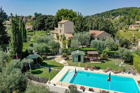 FLAYOSC For sale a superb property of more than 500 m2 of living space (649 m2 in total) with 10 air-conditioned bedrooms, swimming pool and 4900 m2 of landscaped grounds. At the gates of the village of Flayosc, a panoramic view of the village, beaut...