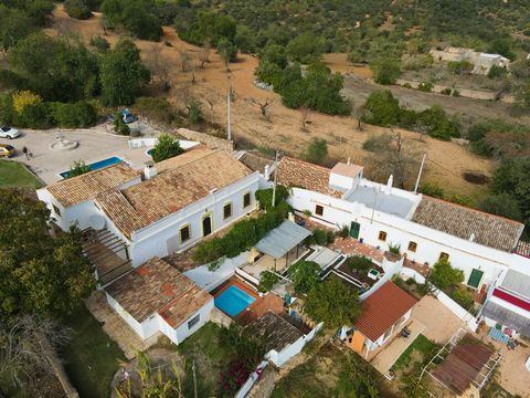 An incredible opportunity! Two independent houses make up this wonderful Quinta, they were renovated keeping the rural and typical Algarvian style, two swimming pools and many extras, inserted in a very quiet area and with open views to the countrysi...
