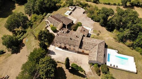 Exclusivity - This beautiful stone farmhouse from 1850 has a lot of charm and has kept all its authenticity. Located in the golden triangle, 5 kilometers from Castelnau de Montmiral, house of character with its park, gite, pool and double garage. Thi...