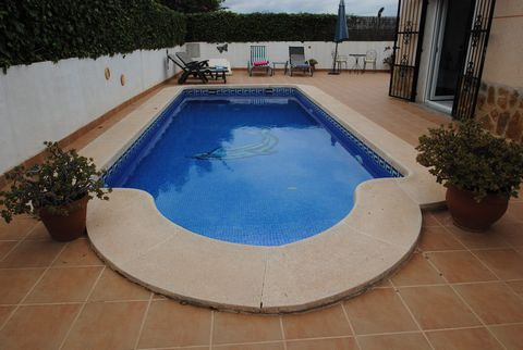 This 3 bed 2 bath villa really is a perfect example of an ideal full time residence or holiday home. Walking through the side gate you see a beautifully designed garden which has a stone table and chairs surrounded by palm trees and bushes. An extend...