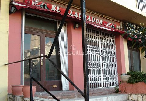 Commercial premises (restaurant) of 340 m2 in the centre of Benissa. INTERIOR: The premises consist of a bar, a large dining room, two toilets, a kitchen and a pantry. It also has a large terrace. LOCATION: It is located in the centre of the village ...