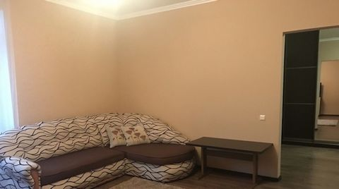 Location: st. Prince Svyatoslav. City center. Rooms: 2 isolated. Sleeping places: Double bed + sofa (comfortable for staying 4 people (2 + 2)). Amenities: free wi-fi, iron, ironing board, hairdryer, disposable slippers, shampoo, soap. Individual heat...