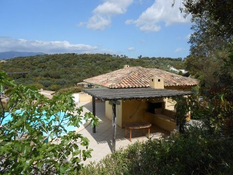 Villa de luxe à Punta d'Arasu - Porto-Vecchio. Très Belle villa de 212 m 2 bâtie, sur une surface habitable de 158 m2, à 5 minutes de la célèbre plag