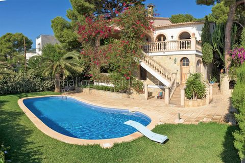 Fantastic villa with sea view in Portals Nous Large house with swimming pool in the southwest of Mallorca This Mediterranean villa is located in the sought after Portals Nous, in the southwest of Mallorca. The property is located high up and has beau...