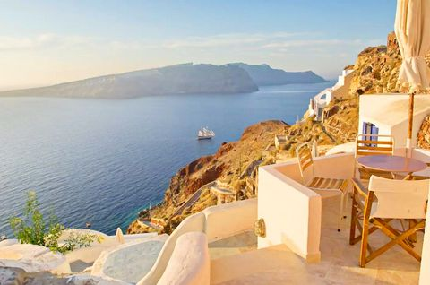 This property is a large traditional private house in a cave located in the heart of the most picturesque part of Oia. The Cave House is spacious and cool, which feature 2 separate bedrooms with double beds, a living room with a sofa bed, a fully equ...