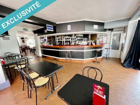 Bar-Brasserie café de la paix vous présente à la vente un fonds de commerce. Idéalement situé sur un axe passant avec une très belle visibilité. Ce fonds de commerce comporte une maison à usage commercial et d'habitation de 181 M2 comprenant au rez-d...