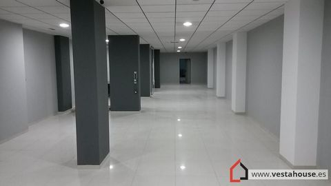 Commercial premises on the main avenue of San Vicente with 229m useful and 250 built. Fully ready to start working. Great opportunity for retail stores. The premises have smoke outlet, alarm, air conditioning hot / cold. It has a toilet. Porcelain fl...