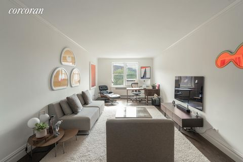 Welcome to the Top floor corner unit of Washington Plaza Designed by the noted architect, Sylvan Bien(737 Park Ave, 860 Fifth Ave, The Carlyle Hotel and many more)Apartment B62 has a gracious layout with high ceilings and art-deco details. This one b...