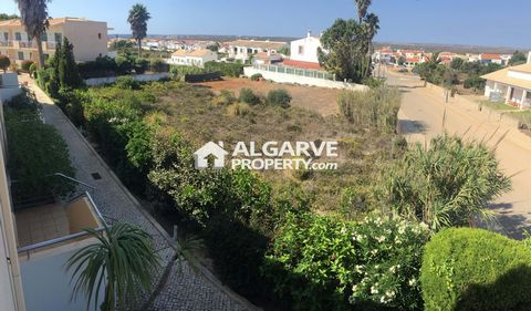 Located in Vila do Bispo. Fabulous plot close to Mareta beach and all amenities. 800 sq.m. plot. Possibility for the construction of 30% of the plot size. Excellent investment opportunity.