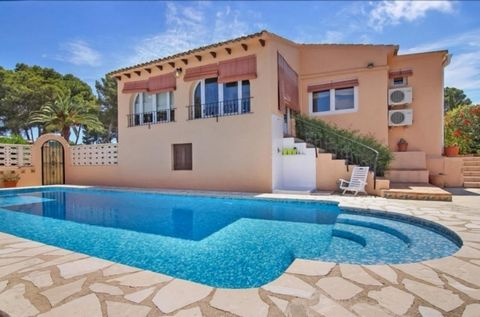 5 Bedroom traditional style villa with Montgo views in Javea.. . The villa is built on a plot of 668m2, and has a constructed area of 168 m2 which are distributed into 5 bedrooms, 2 bathrooms, independent kitchen, spacious living room with fireplace ...